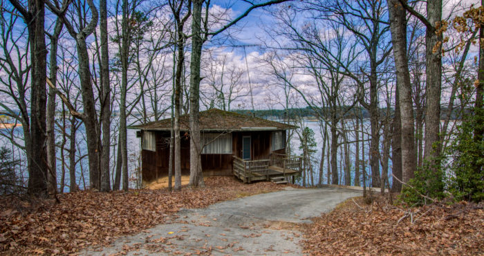 6147 North Point Drive build a home on south lake lanier or renovate for sale