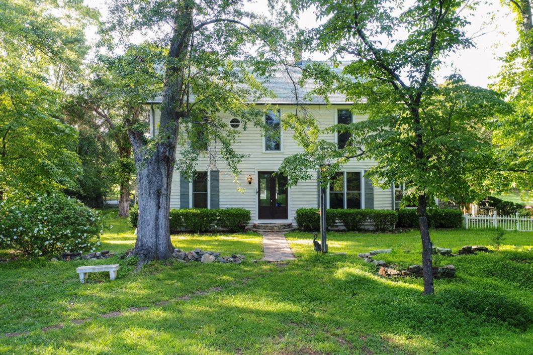 Lake Lanier homes for sale Sheila Davis 770-235-6907